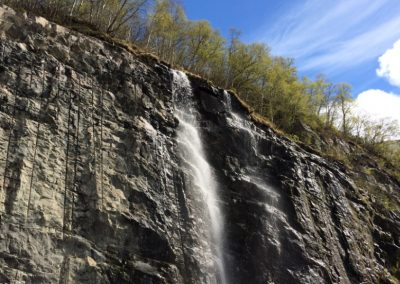 norwegen-rundreise-wasserfall