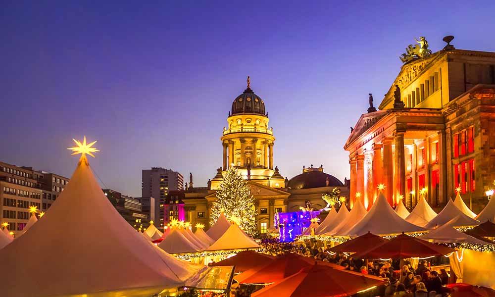 Auf dem Berliner Gendarmenmarkt findet man einen der schönsten Weihnachtsmärkte in Deutschland