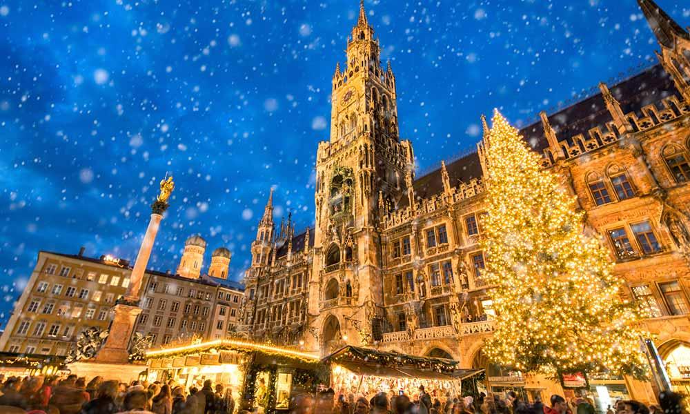 Einer der traditonsreichsten Weihnachtsmärkte in deutschland: der Münchner Christkindlmarkt auf dem Marienplatz