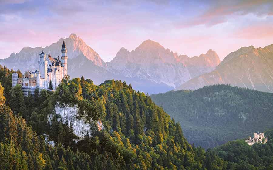 Neuschwanstein lockt jährlich weit mehr als eine Million Urlauber nach Deustchland