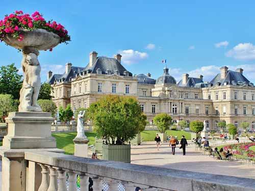 Versailles sollte man bei einem urlaub in paris ebenfalls besichtigen