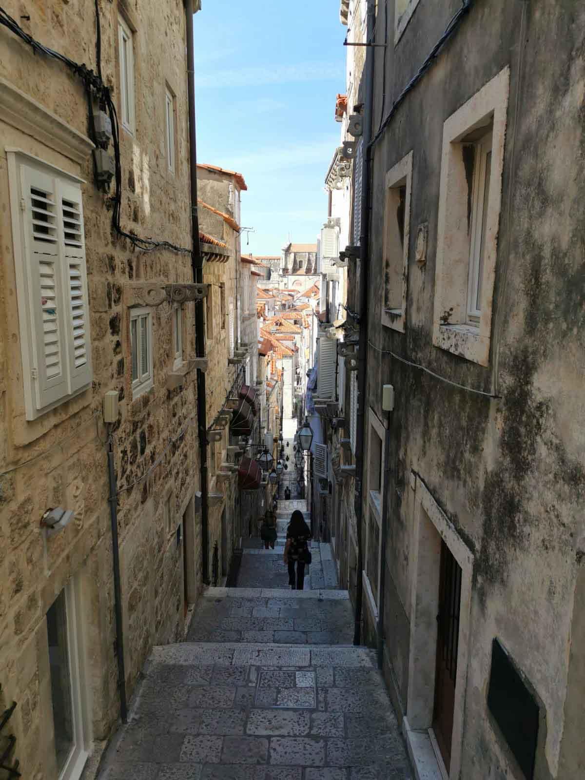 Enge Gassen prägen das mittelalterliche Stadtbild von Dubrovnik