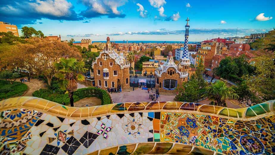 Der Park der Park Güell in Barcelona im Herbst